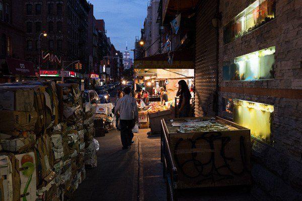 Errores comunes en fotografía y cómo corregirlos: : Chinatown en la noche. Colores sutiles pero fuertes y naturales.