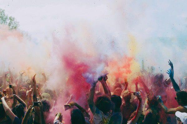 Festival de colores humo