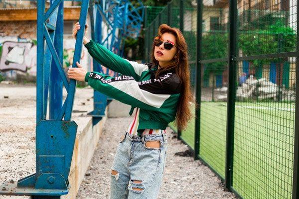 Retrato de niña de los 90 moda