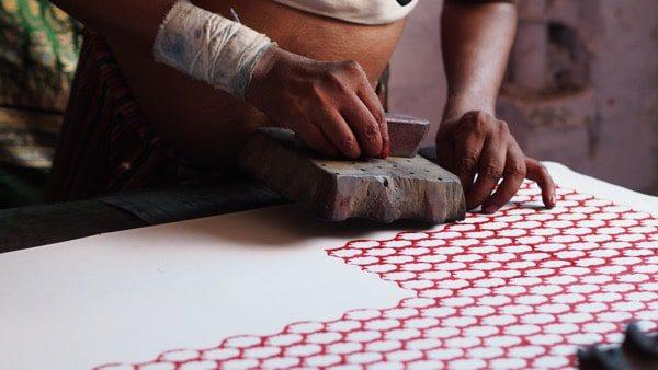 Impresión de la mano de tela india