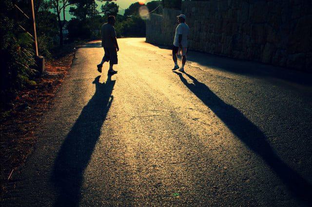La hora dorada en fotografía: El ángulo bajo del sol crea sombras más largas, lo que hace que esta foto sea más dimensional.