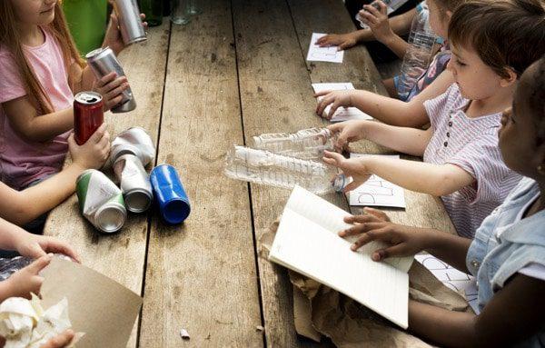 Reciclaje para niños en clase