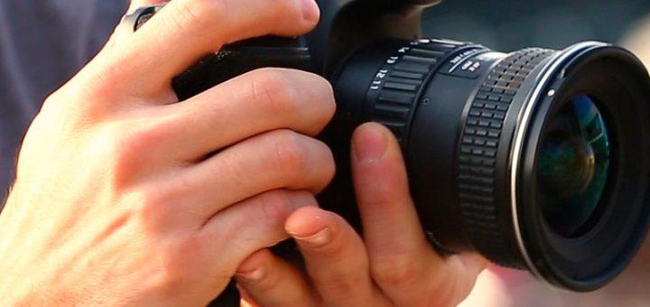 como sostener la cámara
