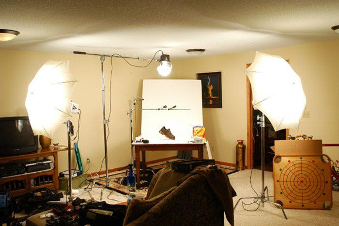 Una sencilla instalación de estudio con tres luces para capturar algunas fotografías de productos