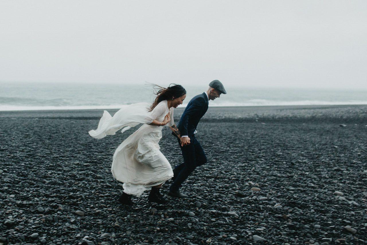 poses de fotografía de boda de playa