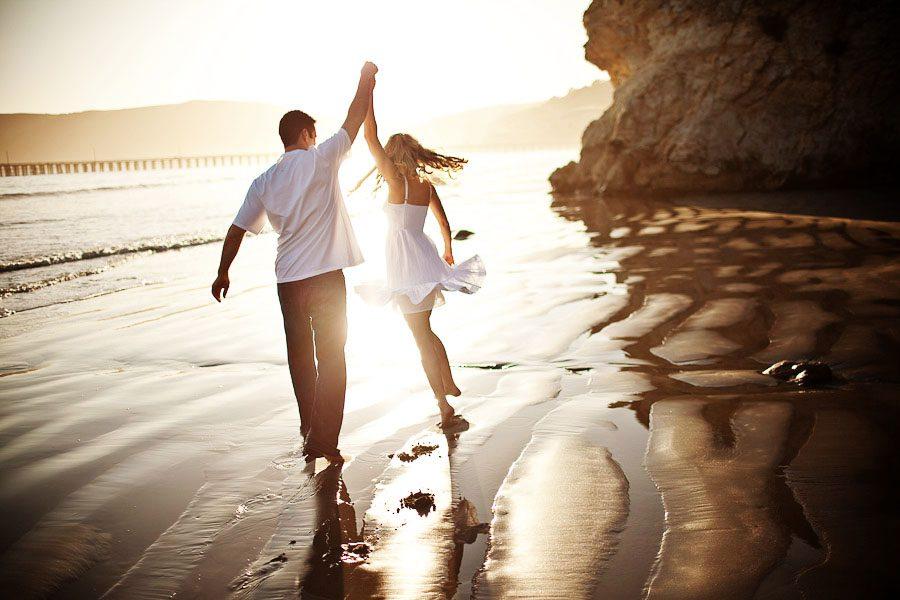 fotos de pareja romántica en la playa