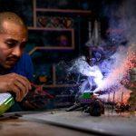 Efectos prácticos para crear explosiones con juguetes en fotografías