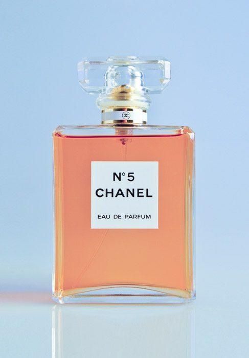 Foto de producto Flatlay del perfume Chanel no5