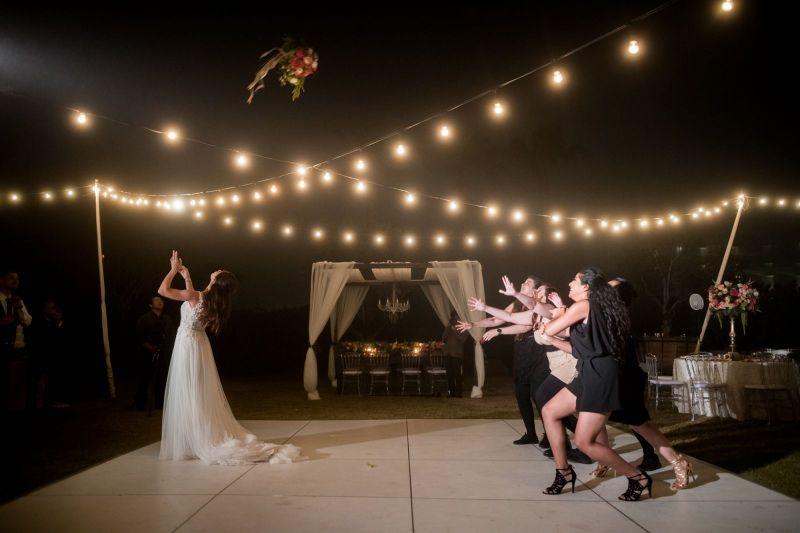 poses de fotografía de boda únicas